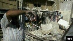 انفجار در یکی از بازارهای شلوغ بغداد، جان ده نفر را گرفت.
