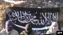 """Кадр из видео с угрозами атаки от террористической группировки """"Исламский Союз Джихада""""."""