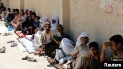 Civili koji su napustili Faludžu, okupljeni u gradu Garma, 30. maja 2016.