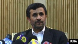 هنگام دعوت از احمدی نژاد برای یک سخنرانی ، فرزاد جمشیدی می گوید:«برای بخشی از اظهارات رئيس جمهور کشورمان در سفر به نيويورک که در اين خبرگزاری [فرانس ۲۴] منتشر شده، حدود ۲ ميليارد و ۲۰۰ ميليون «کامنت » درج شده است.»