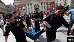 Задержание Николая Алексеева на акции ЛГБТ-сообщества в Москве