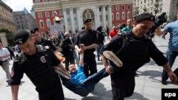 Polisiýa jynsy azlyklaryň ýörişinde protestçileri tussag etdi, Moskwa