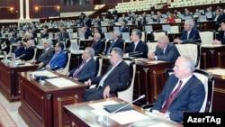 Arxiv fotosu: Parlamentin iclas zalından görüntü.