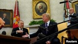 Қазақстанның бірінші президенті Нұрсұлтан Назарбаев және АҚШ президенті Дональд Трамп кездесуі. Қаңтар айы, 2018 жыл.