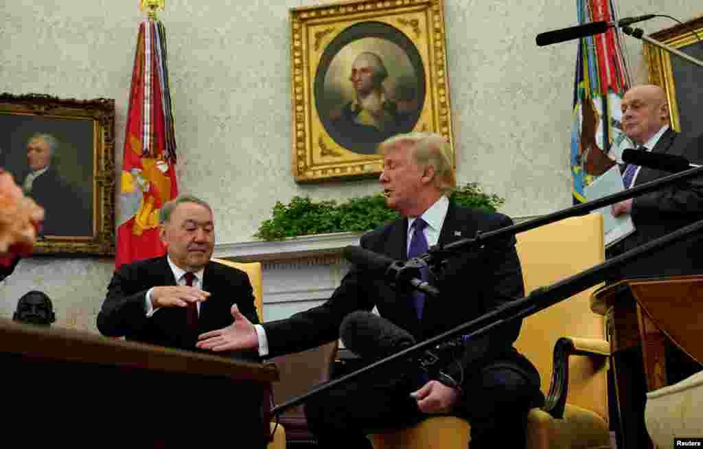 Трамп пен Назарбаев журналистерге арналған баспасөз маслихатында отыр. Вашингтон, 16 қаңтар 2018 жыл.