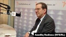 Ադրբեջանում ԱՄՆ-ի դեսպան Ռիչարդ Մորնինգսթարը «Ազատություն» ռադիոկայանի Բաքվի ստուդիայում, արխիվ