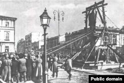 Демонтаж памятника Столыпину в Киеве, 19 марта 1917 года
