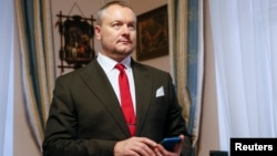 Ukrainian lawmaker Andriy Artemenko has previously acknowledged that he holds Canadian citizenship.