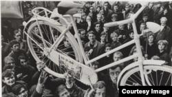 """""""Белый велосипед"""" – акция движения """"Прово"""""""