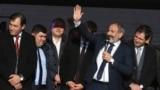 Арменияның премьер-министр міндетін атқарушы Никол Пашинян сайлаушылар алдында сөйлеп тұр. Армения, 3 желтоқсан, 2018 жыл