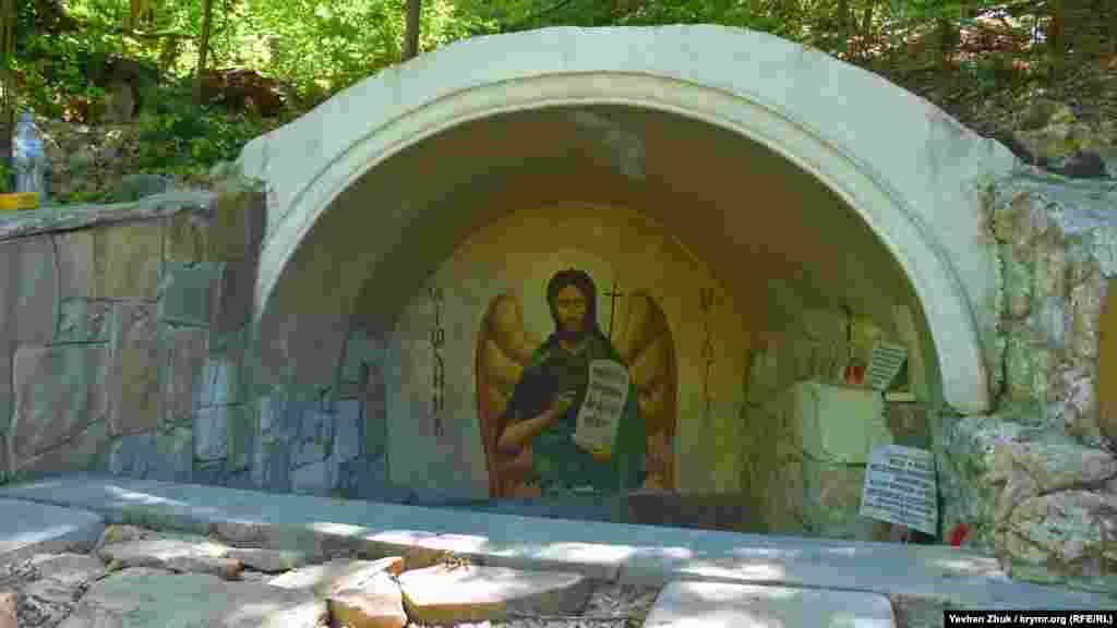 Джерело Іоанна Предтечі. За легендою воно з'явилося кілька сотень років тому в День Усікновення голови Іоанна Хрестителя