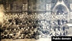 Учасники Установчих зборів Союзу Українців у Великій Британії, Единбурґ, 18-19 січня 1946 року (світлина з Бібліотеки і Архіву імені Тараса Шевченка у Лондоні)