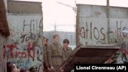 Zidul de la Berlin, 11 noiembrie 1989.