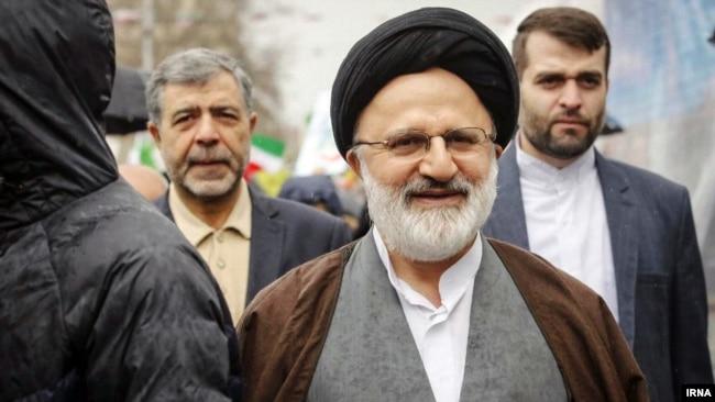 از علیاصغر حجازی به عنوان اولین و مهمترین کانال ارتباطی با آیتالله خامنهای یاد شده است.