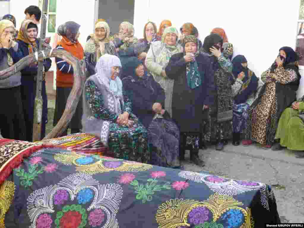 Kyrgyzstan - Osh funeral of victims of a car accident