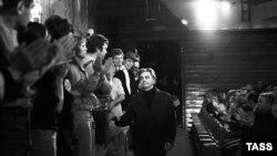 Юрий Любимов и актеры Театра на Таганке, 1972 год