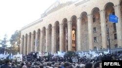 Tbilisidə «Prezidentsiz Gürcüstan» şüarı altında mitinq davam edir