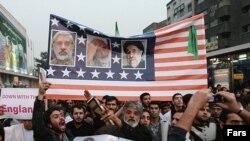 """Тегеран -- Өкмөттүн колдоочулары оппозиция лидерлери Мир Хоссейн Мусавини жана Мехди Каррубини,экс-президент Мохаммед Хатамини АКШнын """"агенттери"""" деп эсептешет."""