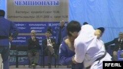 Дзюдо күресінен Қазақстан чемпионатындағы белдесулердің бірі. Қарағанды, 22 қараша 2009 жыл.