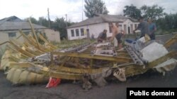 Уламки «Боїнга-777», який впав на Донеччині, 17 липня 2014
