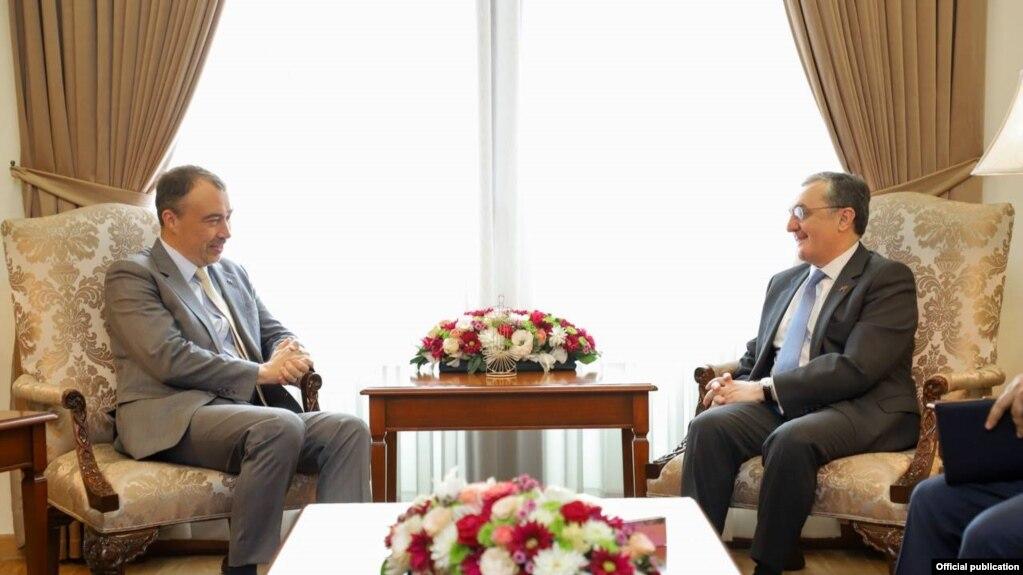 Зограб Мнацаканян провел телефонный разговор со спецпредставителем ЕС Тойво Клааром