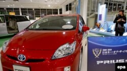 У Японії новий «Пріус» устиг отримати нагороду «Авто року 2009--2010», перш ніж його довелося відкликати