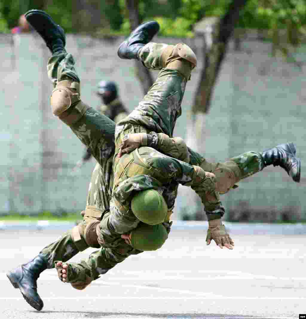 Kyrgyz military personnel display their skills during an exercise at a military base near Bishkek. (epa/Igor Kovalenko)