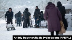 Пенсионеры на контрольно-пропускном пункте Станица Луганская, 5 января 2019 года