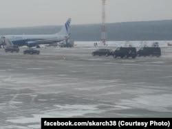 Кортеж Путина на летном поле аэропорта Красноярска