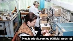 Виробничий процес на Феодосійському оптичному заводі