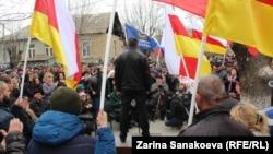 Непродолжительная, но пламенная речь Анатолия Бибилова, по сути, была стандартной предвыборной агитацией