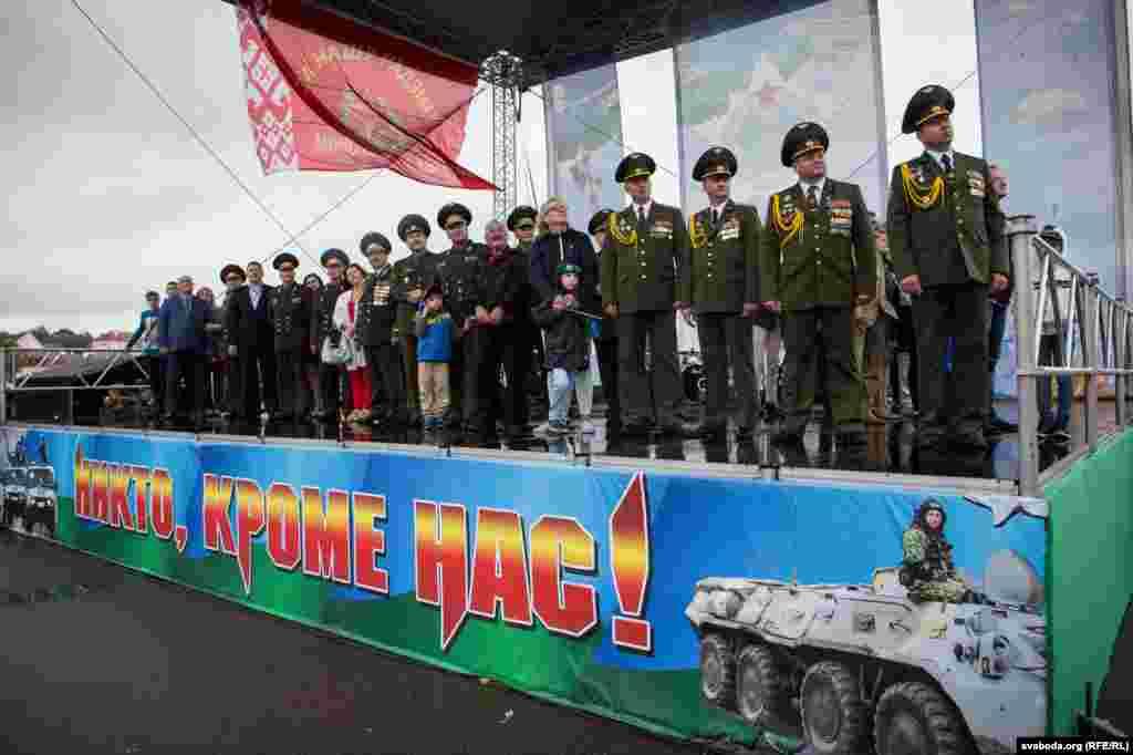 Праздник проходил на площадке перед Дворцом спорта.