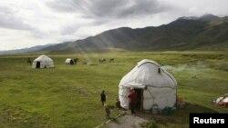 Қырғыз малшыларының киіз үйі. 17 маусым 2011 жыл. (Көрнекі сурет)