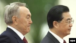Қазақстан президенті Нұрсұлтан Назарбаев пен Қытай басшысы Ху Цзиньтао.
