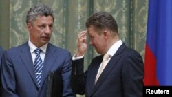 Gazprom CEO Aleksei Miller (right) and Ukrainian Energy Minister Yuriy Boyko (L) talk before a signing ceremony in Kyiv on June 27.