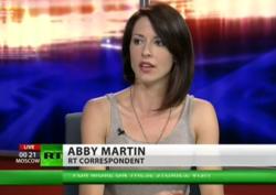 Russia Today kanalı ingiliscə yayınlanır.
