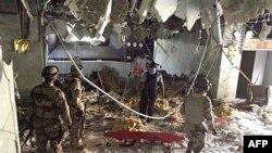 نمایی از هتل المنصور در بغداد که در جریان حمله انتحاری روز دوشنبه آسیب جدی دید.