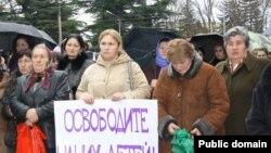 Родители пропавших без вести югоосетинских жителей