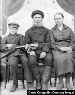 Степан Іванович Карагодін із дружиною та сином