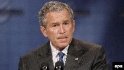 «Взгляды, как правило, меняются в тяжелые времена. Люди становятся более консервативными. После 11-го сентября: даже те американцы, кто отрицательно относился к республиканцам и Бушу, все же проголосовали за него»