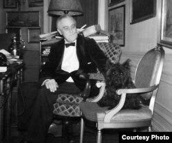 Франклин Рузвельт и Фала. Белый Дом, декабрь 1941 года.