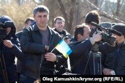 Українські активісти у Сімферополі на акції до Дня народження Тараса Шевченка, 9 березня 2015 року