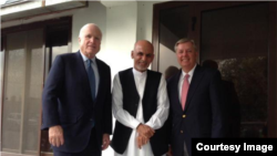 سېنېټر جان مککین، د افغان ولسمشر کاندید اشرف غني او سېنېټر لیندزي ګراهام