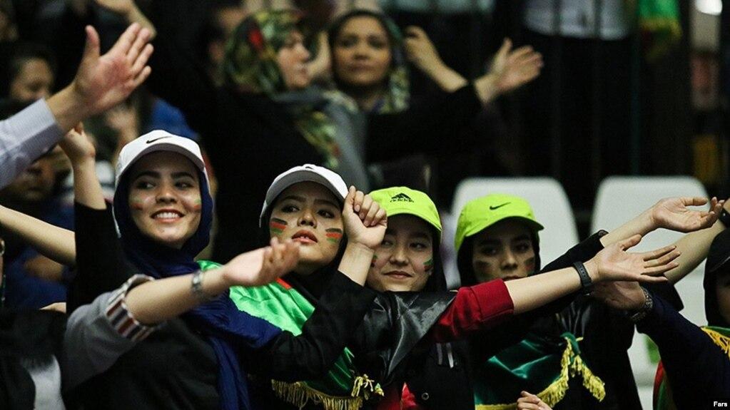 زنان و مردان افغانستانی در تبریز از تیم ملیشان حمایت کردند