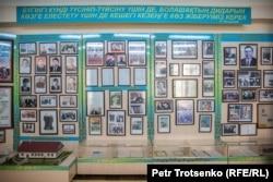 Стенд в школьном музее, посвященный школьным годам Нурсултана Назарабаева. Шамалган, 28 ноября 2018 года.