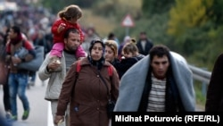 Migrants with children head toward the Hungarian border in Botovo, Croatia, on October 16.