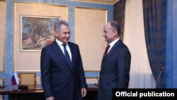 Armenia - Seyran Ohanian, Armenian Minister of Defense meets Sergey Shoygu, Russia's Minister of Defense, in Yerevan 16Aug, 2016