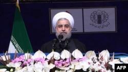 حسن روحانی: هماکنون تجهیزات نفتی حدود یکدهم قیمت زمان تحریم ها خریداری میشود.