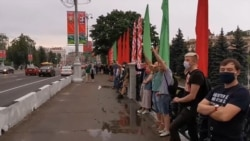 Thousands Form Human Chain In Minsk Following Arrest Of Opposition Candidate