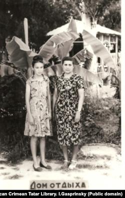 Джеваире Меджитова с дочерью Сеяре
